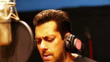 Salman Croons 'Main Hoon Hero Tera' For His Home Production 'Hero'!