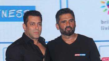 Salman Khan congratulates Suniel Shetty for his new fitness show