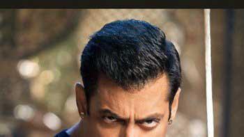 Salman Khan displays his sword fencing prowess in 'Prem Ratan Dhan Payo'