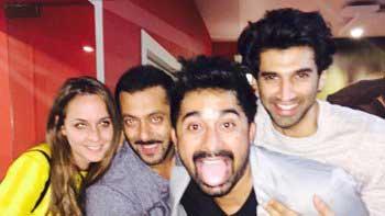 Salman Khan parties his heart out post 'Bigg Boss' finale