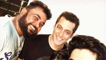Salman Khan's selfie with Sooraj Pancholi and Athiya Shetty