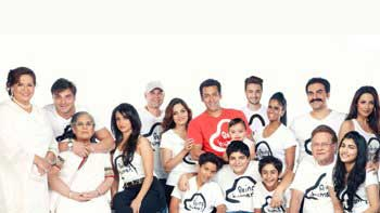 Salman Khan shares picture with his family