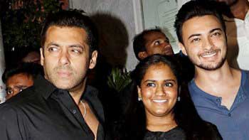 Salman Khan to do a special song in sister Arpita's husband's debut movie
