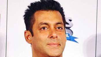 Salman Khan to sign 100 movie tickets of 'Hero'