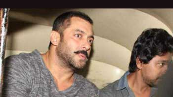 Salman Khan travels in auto rickshaw
