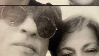 Shah Rukh Khan's selfie with the veteran actress Tanuja