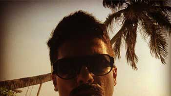Shahid Kapoor sports without beard on a beach