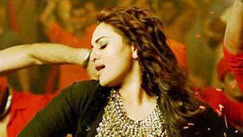 Sonakshi Sinha, Abhishek Bachchan set the stage on fire in 'Nachan Farrate'