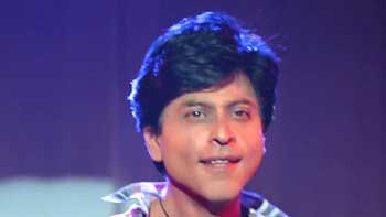 SRK used to take four hours to transform into his lookalike in 'Fan'
