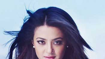 Surveen Chawla to appear in a special track for 'Jazbaa'