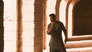 Varun Dhawan's look from 'Dishoom' unleashed!