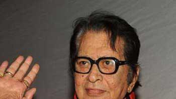 Veteran actor Manoj Kumar returns to home from hospital