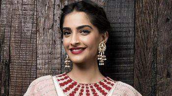 Sonam Kapoor says she would love to do the remake of 'Guide'!