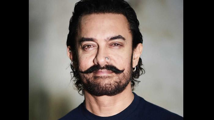 Aamir Khan celebrates Valentine's Day by listening to Pehla Nasha!