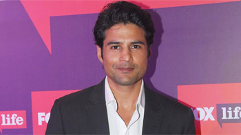 Rajeev Khandelwal in talks to host a celebrity talk show for Zee TV