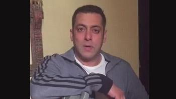 Salman Khan promotes Akshay Kumar starrer Rustom