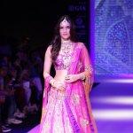 Kriti Sanon displays the creation by Jewellery Designer Sunil Jewelers