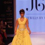 Ileana D'cruz walks the ramp for Jewellery Designer Preeti