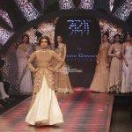 Dia Mirza & Preity Zinta walks the Ramp for Birdhichand Ghanshyamdas Jewellery