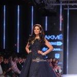 Esha Gupta walks the ramp for designer Ridhi Mehra show at LFW Winter Festive 2015