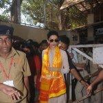 Deepika Padukone snapped at Siddhivinayak Temple seeking blessings for film 'Bajirao Mastani' success