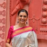 Sushmita Sen attends Durga Aarti at Bandra Muncipal Grounds in Mumbai