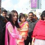 Aishwarya Rai Bachchan along with her daughter Aaradhya visits Siddhivinayak Temple to seek blessings
