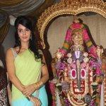 Mallika Sherawat visits Ganpati Bappa of Ranjit Studios in Mumbai